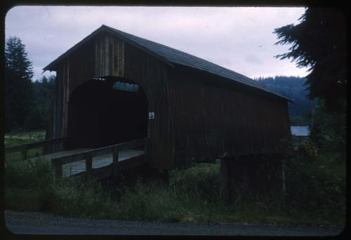 This unnamed structure 1 mile west of Chitwood, Oregon, over Yaquina River is an 84 foot Howe covered bridge built in 1924. Location: T10S R9W S31, Photo by Glenn G. Groff., Courtesy of State Library of Oregon.
