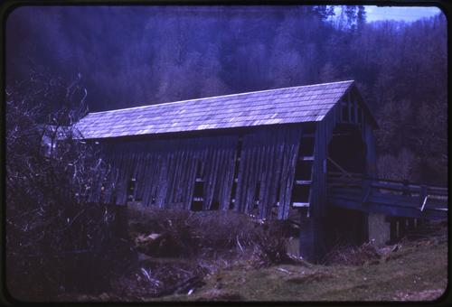 This unnamed private structure in Salado, Oregon, over Big Elk Creek is a 72 foot Howe covered bridge built in 1921. Location: T12S R9W S8, Photo by Glenn G. Groff., Courtesy of State Library of Oregon.