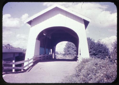 This unnamed structure 1/2 mile south of Philomath, Oregon, over Marys River is a 60 foot Howe covered bridge built in 1936. Location: T12S R6W S13, Photo by Glenn G. Groff., Courtesy of State Library of Oregon.