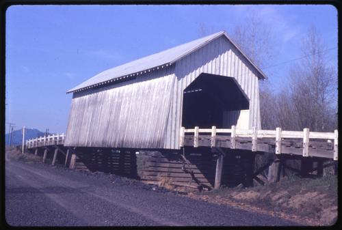 Irish Bend bridge, 7 miles northeast of Monroe, Oregon, over Oak Creek, is a 60 foot Howe covered bridge built in 1954. Location: T14S R4W S7, Photo by Glenn G. Groff., Courtesy of State Library of Oregon.