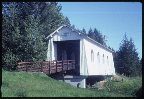 Ritner Creek bridge, 2 miles south of Pedee, Oregon, over Ritner Creek, is a state owned, 75 foot Howe covered bridge built in 1927. Location: T10S R6W S5, Photo by Glenn G. Groff., Courtesy of State Library of Oregon.