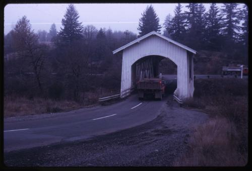 Jordan (Thomas Y) bridge in Jordan, Oregon, over Thomas Creek is a 90 foot Howe covered bridge built in 1937. Location: T10S R1E S8, Photo by Glenn G. Groff., Courtesy of State Library of Oregon.