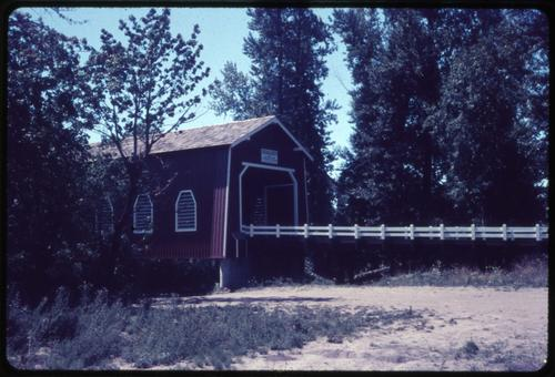 Shimenak bridge, 2 1/2 miles east of Scio, Oregon, over Thomas Creek, is a 130 foot Howe covered bridge built in 1927. Location: T10S R1W S10, Photo by Glenn G. Groff., Courtesy of State Library of Oregon.