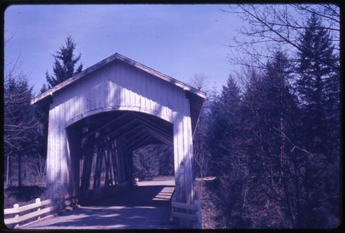 Short bridge, 1 mile west of Cascadia, Oregon, over South Santiam River, is a 105 foot Howe covered bridge built in 1945. Location: T13S R2E S36, Photo by Glenn G. Groff., Courtesy of State Library of Oregon.