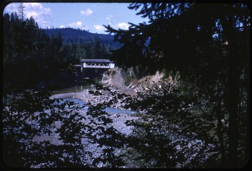 Hufford bridge, 3 miles east of Foster, Oregon, over Middle Fork Santiam River, is a 120 foot Howe covered bridge built in 1938. Location: T13S R2E S19, Photo by Glenn G. Groff., Courtesy of State Library of Oregon.