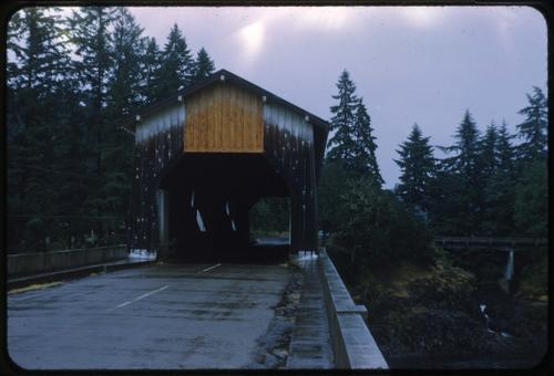 Bates Park bridge, 6 miles northwest of Sweet Home, Oregon, over South Santiam River, is a 154 foot Howe covered bridge built in 1930. Location: T13S R1W S2, Photo by Glenn G. Groff., Courtesy of State Library of Oregon.