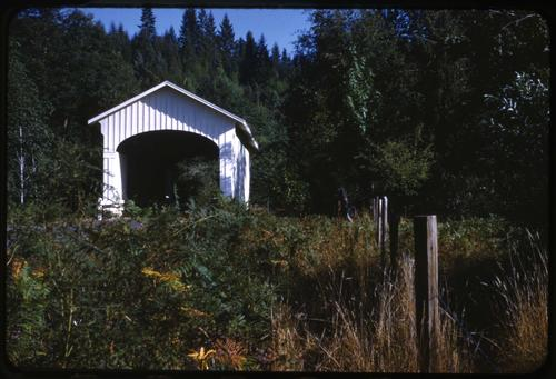 Wendling bridge in Wendling, Oregon, over Mill Creek is a 60 foot Howe covered bridge built in 1938. Location: T16S R1W S10, Photo by Glenn G. Groff., Courtesy of State Library of Oregon.