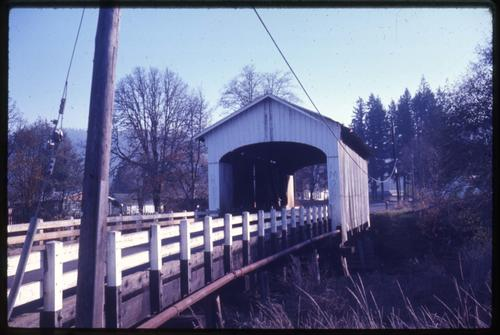 Pengra bridge, 3 miles southeast of Jasper, Oregon, over Fall Creek, is a 120 foot Howe covered bridge built in 1938. Location: T18S R1W S32, Photo by Glenn G. Groff., Courtesy of State Library of Oregon.