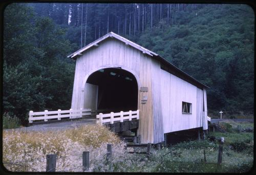 Meadows bridge, 11 miles northeast of Florence, Oregon, over North Fork Siuslaw River, is a 105 foot Howe covered bridge built in 1922. Location: T17S R11W S24, Photo by Glenn G. Groff., Courtesy of State Library of Oregon.