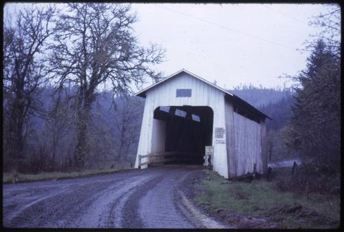 Battle Creek (a.k.a. Swing Log) bridge, 2 miles southeast of Crow, Oregon, over Coyote Creek, is a 60 foot Howe covered bridge built in 1922. Location: T18S R5W S22, Photo by Glenn G. Groff., Courtesy of State Library of Oregon.
