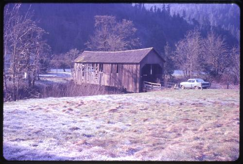 Green Acre Ranch bridge, 13 miles east of Sutherlin, Oregon, over Calapooya Creek, is an 80 foot Howe covered bridge built in 1904. Location: T24S R3W S31, Photo by Glenn G. Groff., Courtesy of State Library of Oregon.
