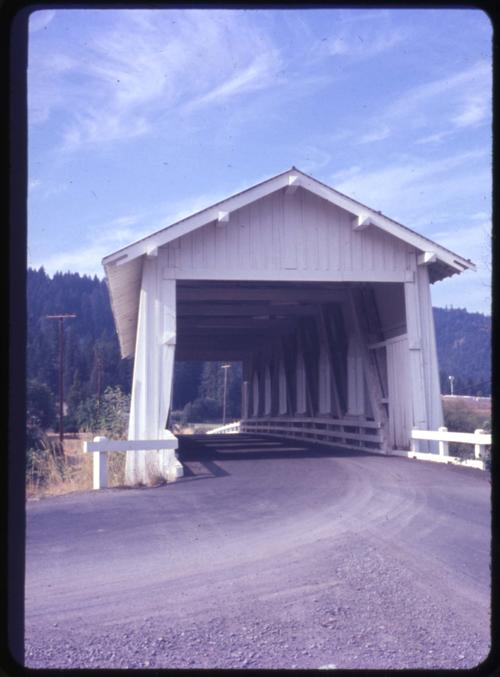 Grave Creek bridge, 1 mile east of Sunny Valley, Oregon, over Grave Creek, is a 105 foot Howe covered bridge built in 1920. Location: T34S R6W S11, Photo by Nina M. Groff., Courtesy of State Library of Oregon.