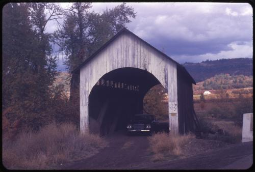 Antelope Creek bridge in Eagle Point, Oregon, over Antelope Creek is a 56 foot Howe covered bridge built in 1922. Location: T36S R1E S19, Photo by Glenn G. Groff., Courtesy of State Library of Oregon.