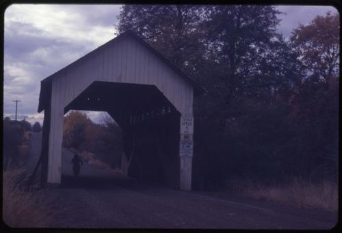 Yankee Creek bridge in Eagle Point, Oregon, over Yankee Creek is a 44 foot queenpost covered bridge built in 1922. Location: T36S R1E S19, Photo by Glenn G. Groff., Courtesy of State Library of Oregon.