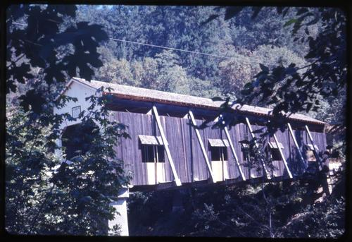 McKee bridge, 8 miles south of Ruch, Oregon, over Applegate River, is a 120 foot private Howe covered bridge built in 1918. Location: T40S R3W S5, Photo by Glenn G. Groff., Courtesy of State Library of Oregon.