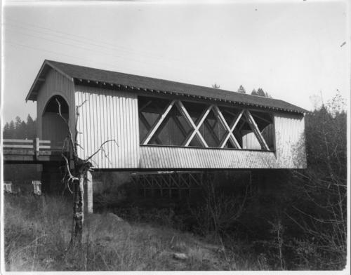 Hannah covered bridge over Thomas Creek in Jordan, Oregon. Built in 1936, spanning 105 feet., Courtesy of State Library of Oregon.