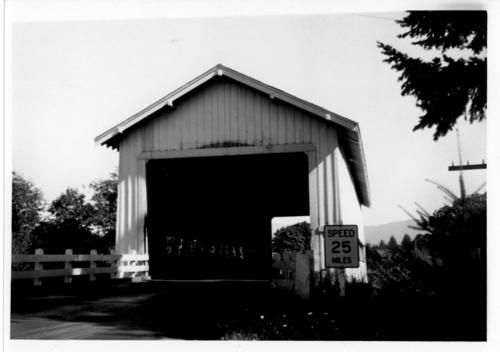 Covered bridge spanning Calapooia River near Crawfordsville in Linn County, Oregon., Courtesy of State Library of Oregon.