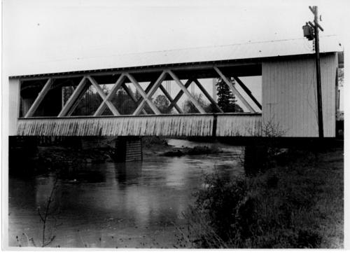 Gilkey station covered bridge spanning Thomas Creek between Scio and Jefferson in Linn County, Oregon. This Howe truss bridge was built in 1939., Courtesy of State Library of Oregon.