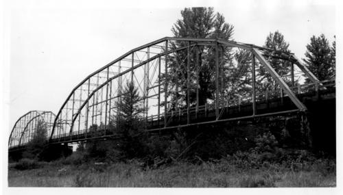 Bridge spanning North Santiam River at Stayton, Oregon. Built in 1912, razed in 1965., Courtesy of State Library of Oregon.
