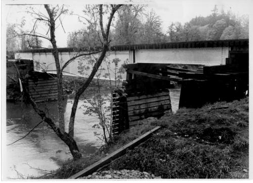 Gilkey station railroad bridge spanning Thomas Creek in Linn County, Oregon, replaces covered rail bridge., Courtesy of State Library of Oregon.