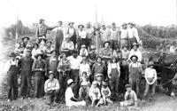Hop yard workers, group photo